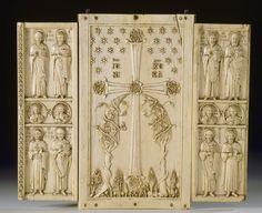 Constantinople milieu du Xe siècle  Triptyque : Déesis et saints  Ivoire, traces de polychromie l. : 28,20 cm. ; H. : 24,20 cm. ; Pr. : 1,20 cm.