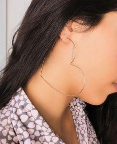 Argolas de coração da @franciscajoias #brinco #jewelry Gold Star Earrings, Big Earrings, Heart Earrings, Hoop Earrings, Women Accessories, Jewelry Accessories, Fashion Accessories, Fashion Jewelry, Fancy Jewellery
