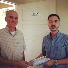 Após meses de trabalho duro, entregamos ontem documentos importantes para reformarmos a fábrica da Laticínios Pomerode. Saiba mais: www.diariodoqueijo.com.br