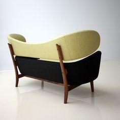 Baker sofa and Cocktail table by Finn Juhl - VLiving