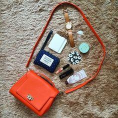 WEBSTA @ geum.89 - #인마이백 #데일리 #소품 #미니백 #패션 #whatsinmybag #inmybag_relay #inmybagtoday #inmybag #bag #orange #daily #today #fashion #items #wallet #minibag #시계 #watch #dot #sloaneranger #instadaily #instaphoto #슬론레인저 #일상 #데일리라이크 #손거울 #dailylike #handmirror