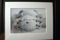 Geschenk Vatertag: Liam's very first Father's Day gift for his daddy ⚾ - Fathers Day Photo, First Fathers Day Gifts, Best Dad Gifts, Fathers Day Crafts, Daddy Gifts, Gifts For Dad, Diy Father's Day Gifts, Father's Day Diy, Dad Baby