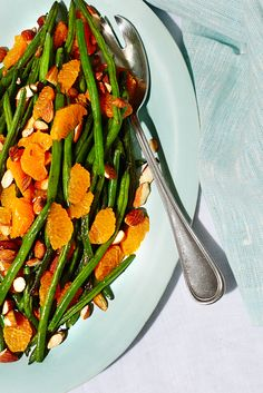 3 So-Easy Recipes To Bring To Thanksgiving  #refinery29  http://www.refinery29.com/easy-thanksgiving-side-dishes#slide3  String Beans With Orange & AlmondsServes 8Prep Time20 minutesIngredients 2/3 cup roasted almonds, chopped 2 lbs string beans, washed and trimmed 3 tbsp olive oil 1 tsp salt 3 oranges, segmentedInstructions 1. Preheat oven to 375 °F.   2. Coat string beans with 3 tablespoons olive oil and 1 teaspoon salt.   3. Scatter evenly on baking tray and roast for about 15 ...