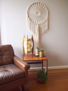 Repin for later:  how to make a circular macrame wall hanging