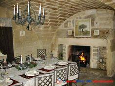 Uzes 5mm, mas rénové, habitation privée 196M2+ 4 appartements exploités en gite de charmes classés, vendu avec mobilier , rénovation totale à l'authentique.Piscine chauffée 8X4, grange 140M2 au sol, salle de détente SPA 5/6 places, bureaux. www.partenaire-europeen.fr/Annonces-Immobilieres/France/Languedoc-Roussillon/Gard/Vente-Maison-Villa-F10-MONTAREN-ET-SAINT-MEDIERS-794517 #cheminee