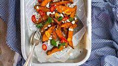 Mausteiset bataattilohkot sopivat lisukkeeksi salaatille tai grilliruualle.
