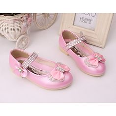 Moda en zapatos para niñas Baby Girl Sandals, Baby Girl Shoes, Girls Shoes, Glitz Pageant, Kawaii Shoes, Our Girl, My Princess, Kids Wear, Kids Outfits
