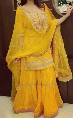 Bridal Mehndi Dresses, Mehendi Outfits, Party Wear Indian Dresses, Pakistani Fashion Party Wear, Pakistani Dresses Casual, Designer Party Wear Dresses, Indian Gowns Dresses, Indian Bridal Outfits, Dress Indian Style