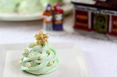 Image from http://www.creative-culinary.com/wp-content/uploads/meringue-scene-single.jpg.