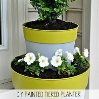 Turn inexpensive plastic planters into a tiered planter that looks like a million bucks - just add paint @ 10 Garden Planters That You Can Make Diy Planters Outdoor, Garden Planters, Outdoor Gardens, Planter Pots, Garden Beds, Hanging Planters, Plastic Planters, Tiered Planter, Pot Jardin