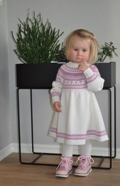 Diy Knitting Projects, Knitting For Kids, Kids And Parenting, Knitting Patterns, Flower Girl Dresses, Summer Dresses, Wedding Dresses, Clothes, Fashion