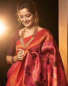 Simple Saree Blouse Designs, Simple Sarees, Kanjivaram Sarees Silk, Indian Actress Images, Bridal Silk Saree, Designer Silk Sarees, Stylish Sarees, Elegant Saree, Saree Look