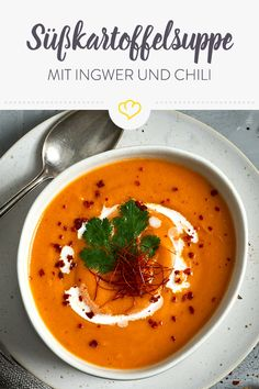 Sweet potato soup with hot ginger and fiery Süßkartoffelsuppe mit scharfem Ingwer und feurigem Chili This powerful sweet potato soup with spicy ginger and a gentle coconut note will really heat you up after work. Healthy Meal Prep, Healthy Dinner Recipes, Healthy Snacks, Vegetarian Recipes, Chili Recipes, Crockpot Recipes, Soup Recipes, Crowd Recipes, Crockpot Meat