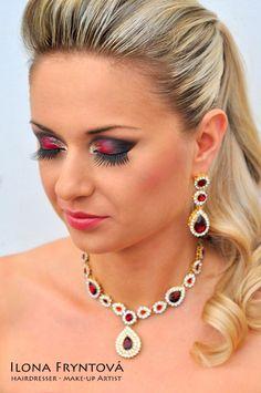 Bridal make-up# crazy make-up# make-upinspiration# earring#necklace#jewelry# výrazné líčení# večerní make-up# náhrdéník#náušnice# kreativní líčeni