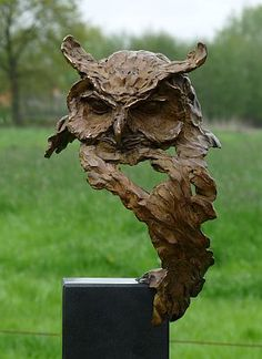 Competenza wisdom is a bronze statue of a eagle owl by Jeanette Jansen Sculpture Metal, Pottery Sculpture, Outdoor Sculpture, Sculpture Garden, Ceramic Animals, Ceramic Birds, Ceramic Pottery, Sculptures Céramiques, Ceramic Sculptures