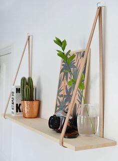 Jeg er vild med disse enkle hylder i træ og læder, og de er meget lette at lave selv. Du...