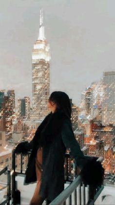 Aesthetic Women, Classy Aesthetic, City Aesthetic, Nyc Life, City Life, Brunette Aesthetic, New York City Location, Rooftop Photoshoot, Nashville Skyline