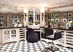 Kris Jenner House: Inside Her Calabasas Mansion Casa Da Kris Jenner, Kris Jenner House, Kris Jenner Bedroom, Sala Glam, Casa Kardashian, Kardashian Jenner, Kylie Jenner, Calabasas Homes, Home Luxury