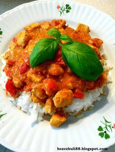 Paprykowo-pomidorowy gulasz drobiowy