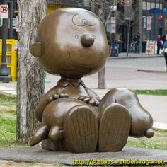 This bronze statue of Charles Schultz's Peanuts characters Charlie Brown and snoopy was created in 2003 by Tivoli Too, a sculpting and design studio. Peanuts By Schulz, Peanuts Snoopy, Snoopy Love, Snoopy And Woodstock, Snoopy Characters, Charlie Brown Und Snoopy, Peppermint Patties, Roadside Attractions, Chicago