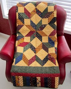 Look who's back from the quilter!  It's Lee's Quilt, my Lifetime Quilt # 59     Just a little reminder on this quilt's history;  I made thi...