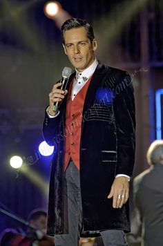 Romania, Jr, Celebrity Style, Concert, Celebrities, Fictional Characters, Movie, Celebs, Concerts