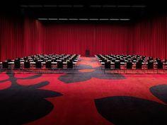 KAMEHA UNIVERSAL - KAMEHA GRAND BONN Gute Ideen und wichtige Botschaften verdienen eine entsprechende Präsentation. Unser Multimediasaal Kameha Universal bietet mit 535 m² und 7m Deckenhöhe optimale Voraussetzungen.