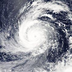 Tajfun Soudelor nad západním Pacifikem na snímku družice NASA ze 4. srpna