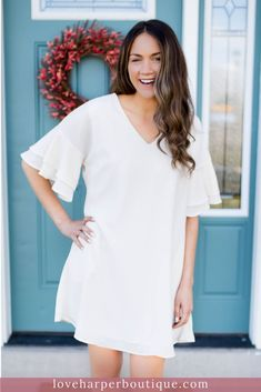 This comfortable summer dress is perfect for work or for going out in. Our Alex dress is a lovely piece perfect for transitioning your closet to the w Casual Fall Outfits, Simple Outfits, Boho Outfits, Summer Outfits, Fashion Outfits, Casual Summer, Dress Fashion, Flowy Summer Dresses, White Dress Summer