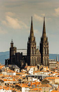 La cathédrale et les toits de Clermont Ferrand
