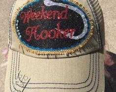 Monograma y arpillera tapón camionero sombrero gorras de. cinthia rmero ·  Gorras · Ed Hardy ... 169b9681c08