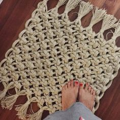 Macrame RUG!! How simple would making this blanket-sized be? - Crafting Intensity