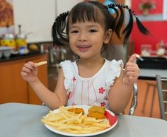 Bật mí 6 cách giúp trẻ nói không với đồ ăn nhanh 1
