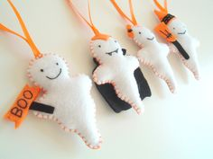 Halloween in DaWanda Friendly Ghosts made with hand cut felt, hand embroidered, filled with polyester toy filling and hand stitched. This listing is for a set of 4 ghosts: * Boo Ghost * Dracula Ghost * Lady Ghost *. Halloween Ghost Decorations, Spooky Decor, Halloween Ghosts, Holidays Halloween, Halloween Themes, Halloween Crafts, Happy Halloween, Holiday Decorations, Holiday Ideas