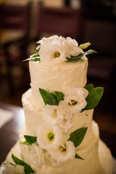 Hawaii Wedding, Rustic, Private Estate, Wedding Cake | Flowers: Watanabe Floral, Photography: Char Beck Photography