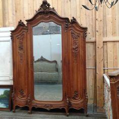 armoire trois portes louis xv en noyer massif xix siècles finement sculpée