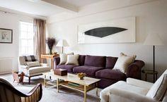 Черничный диван держит композицию. Опять симметрия. Очень красивый изысканный текстиль,