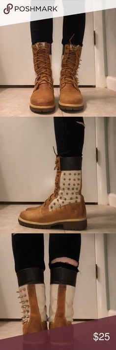 """Woman's customized 6"""" timberland boots REALLY WANT TO GET RID OF THEM! Dirty but nothing suede cleaner can't fix and minor signs of wear which are reflected in price. I never wear them and they are taking up room in my closet.  ACCEPTING OFFERS AS WELL!! help me out, lol Timberland Shoes Combat & Moto Boots"""