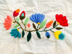ALMOHADONES Y MAS - Mexican Embroidery Keka❤❤❤ Mexican Embroidery, Embroidery Works, Embroidery Needles, Crewel Embroidery, Cross Stitch Embroidery, Embroidery Patterns, Flower Texture, Ribbon Crafts, Diy Crafts