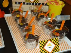 """Dirt"" cups at a Construction Party #construction #partyfood"