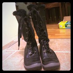 Size 7 Timberland lace up faux fur tall boots Size 7 Timberland boots with faux fur lining. These boots can be worn tall or folded down for a mid calf style... Worn a few times but in great shape. Timberland Shoes Winter & Rain Boots