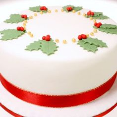 Decorate your Christmas Cake with this impressive edible holly leaf Christmas tree cake topper. The topper is designed to look like a Christmas tree. Fondant Christmas Cake, Christmas Cake Topper, Christmas Tree Cake, Christmas Cake Decorations, Christmas Cupcakes, Holiday Cakes, Christmas Baking, Cake Decorated With Fruit, Bolo Fack