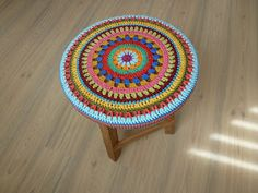 Patrón en fotos Crochet Round, Love Crochet, Knit Crochet, Crochet Carpet, Crochet Home, Yarn Crafts, Sewing Crafts, Crochet Furniture, Yarn Organization