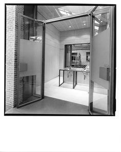 AGUIIRE NEWMAN Headquarters, Madrid. © Ana Muller, fotográfo. allende arquitectos 1999-2002 Open House Madrid, Divider, Room, Furniture, Home Decor, Architects, Bedroom, Decoration Home, Room Decor