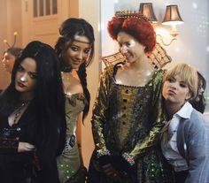 Lucy Hale (Aria) , Shay Mitchell (Emily) , Troian Bellisario (Spencer) , & Ashley Benson (Hanna) - Pretty Little Liars