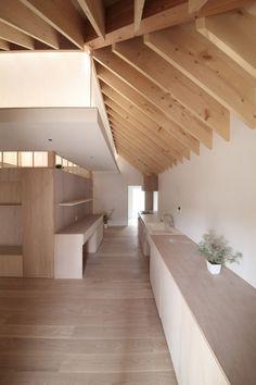 Tea room and veranda provide socialising space in Katsutoshi Sasaki's Wengawa House