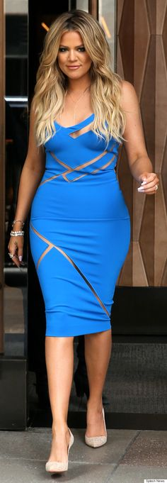 Khloe Kardashian heats up BookCon in a bright blue, figure-hugging dress