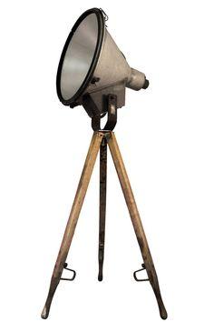 giby | Verlichting | 360volt. De grootste collectie oude originele industrielampen. Gespecialiseerd in fabrieks-, emaille en de industriele lampen.