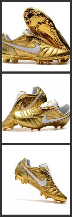 low priced dd544 85c06 Studiati per il gioco su campi naturali compatti, Le scarpe da calcio Nike  Tiempo Legend