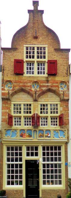 """Het huis """"De vier gekroonden"""" in Gouda. Het huis stamt uit 1530."""